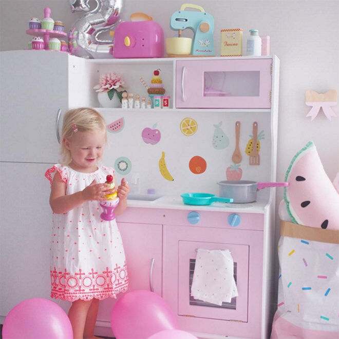 Pinkalicious - the best hacks of the Kmart Kids Kitchen.