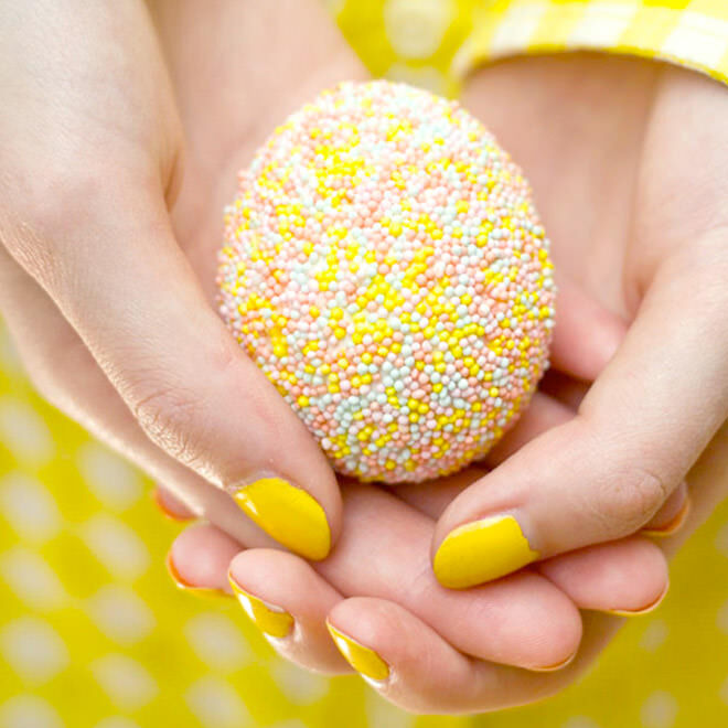 Sprinkle Easter egg using sweet confetti