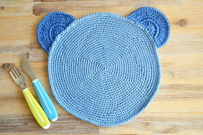 Kids crochet teddy bear placemat
