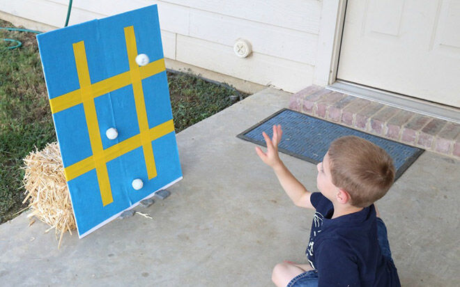 Stick Tic Tac Toe. Outdoor ways to play Tic Tac Toe