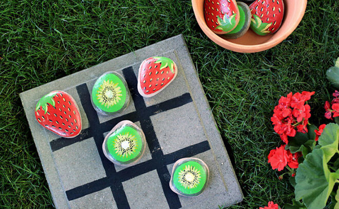 Strawberry delicious way to play Tic Tac Toe.