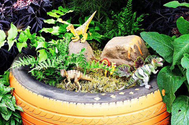 Dinosaurs garden. Recycled tyre ideas.