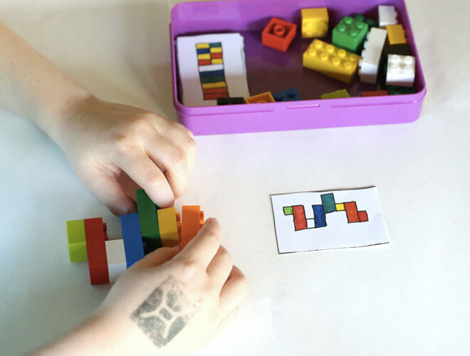 Lego matching game for travel. Busy bags for toddlers.