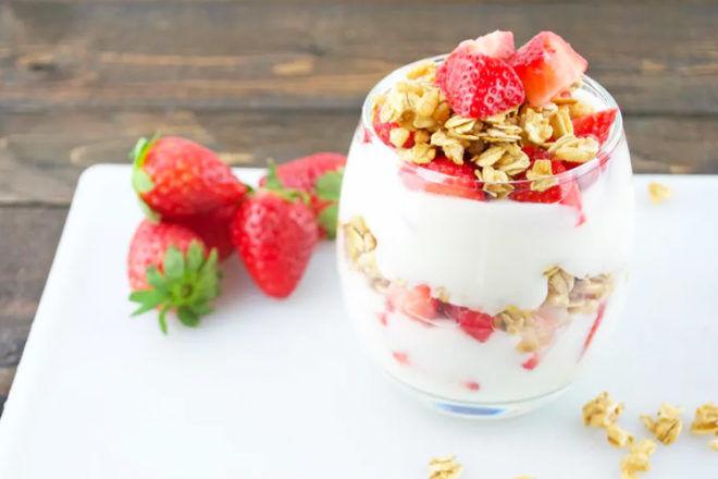 Easy Mother's Day Breakfast Ideas: Strawberry Yoghurt Parfait