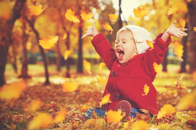 Nature-girl-autumn-leaves