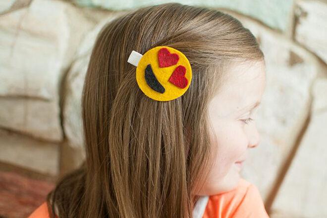 eHow DIY Emoji Hair Clip