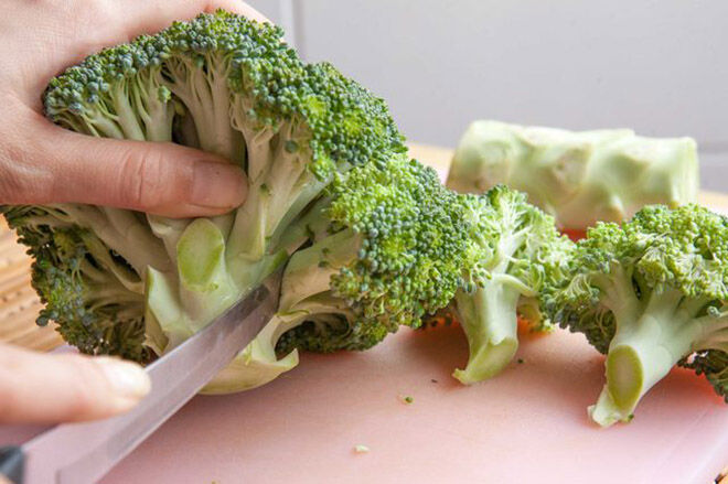 How to keep cut broccoli fresh and ready to use.