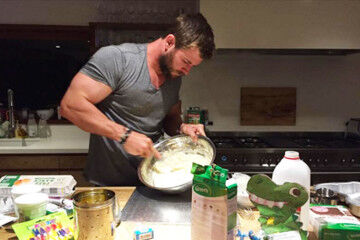 Chris Hemsworth baking a birthday cake for his 4 year daughter