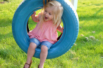 Ways to recycle old tyres: tyre swing