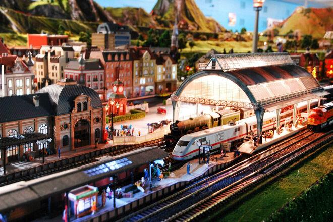 train kid child family rail toy track