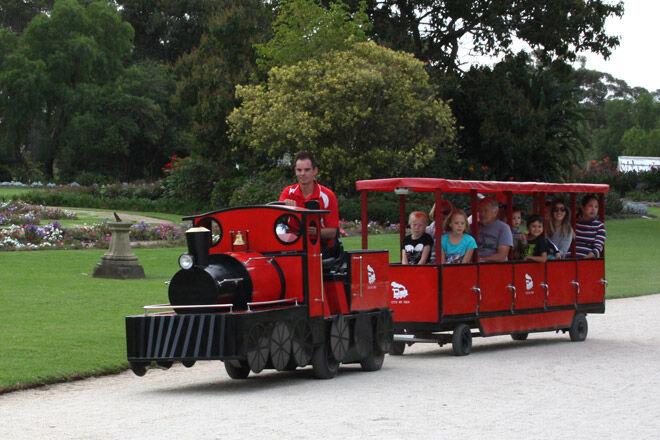 Werribee Gardens kid victoria rail track