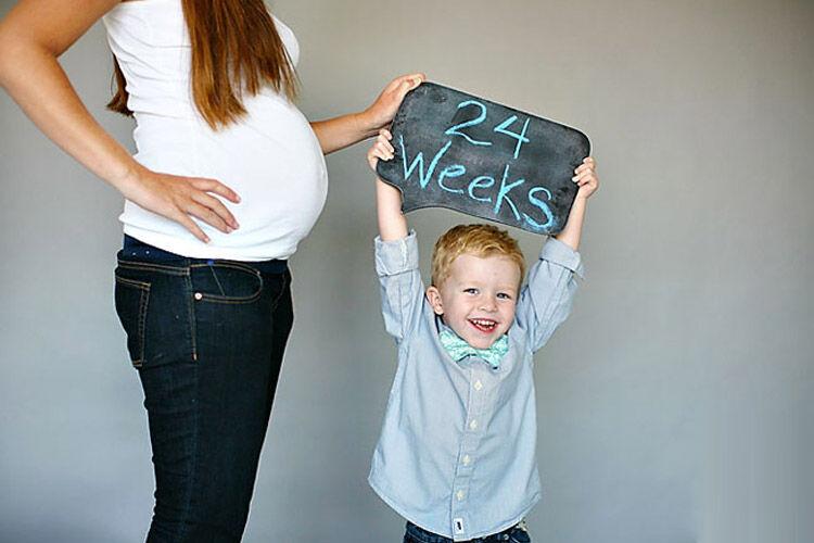 record your pregnancy with fun photos