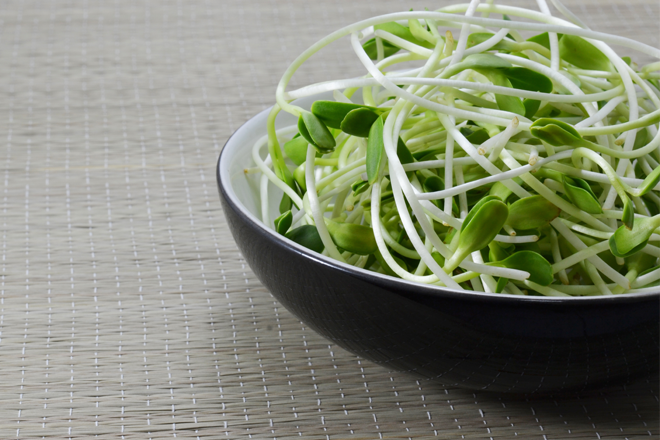 Pregnancy foods to avoid salad