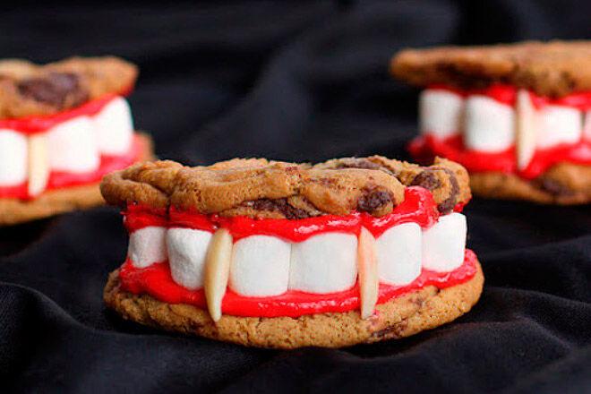 Halloween biscuits vampire