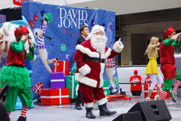 Santa arrives to the City of Melbourne