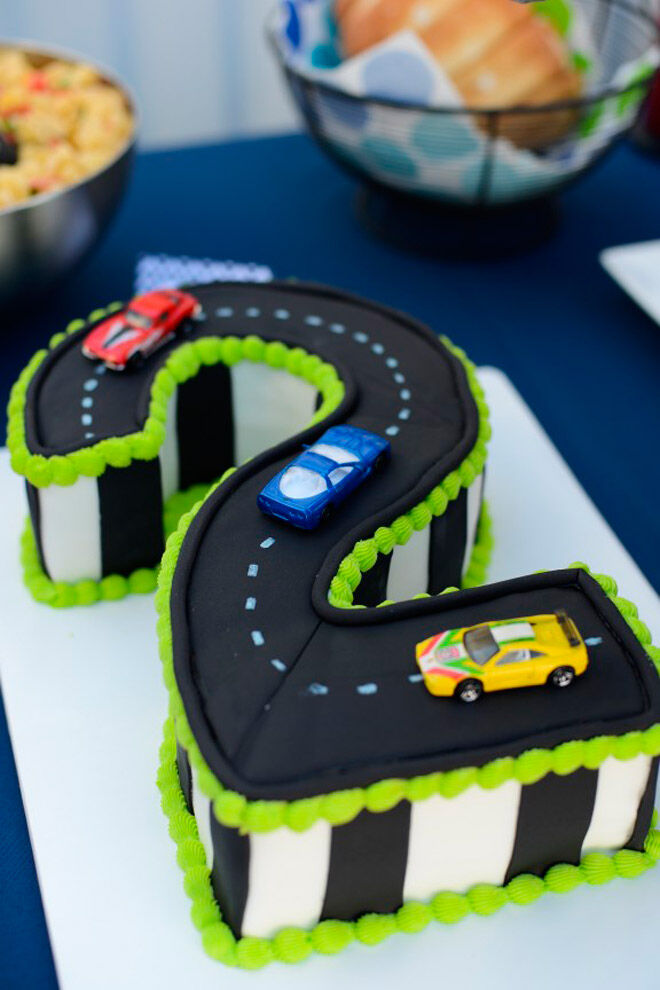 racetrack number cake kids