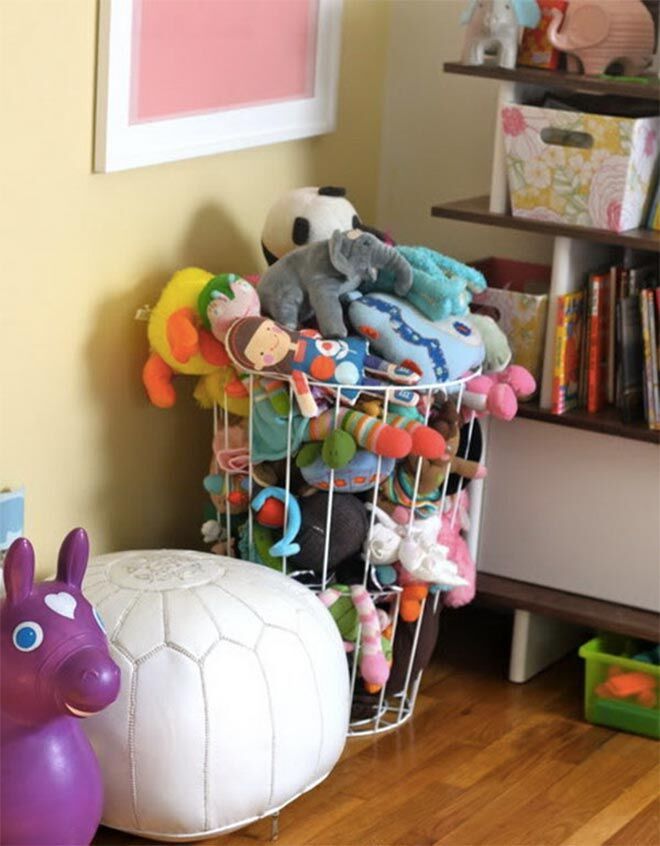 Storing plush toys in a wire basket