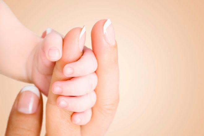 newborn hand around mums finger