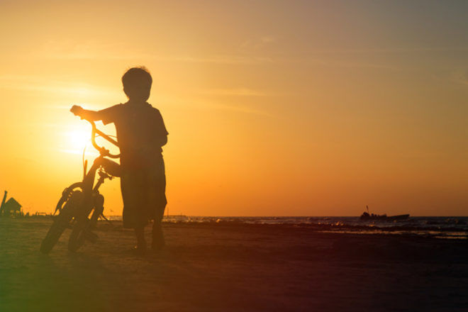things to do in autumn outdoor activities kids beach