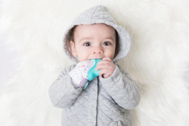 Happy Hand teething mitten