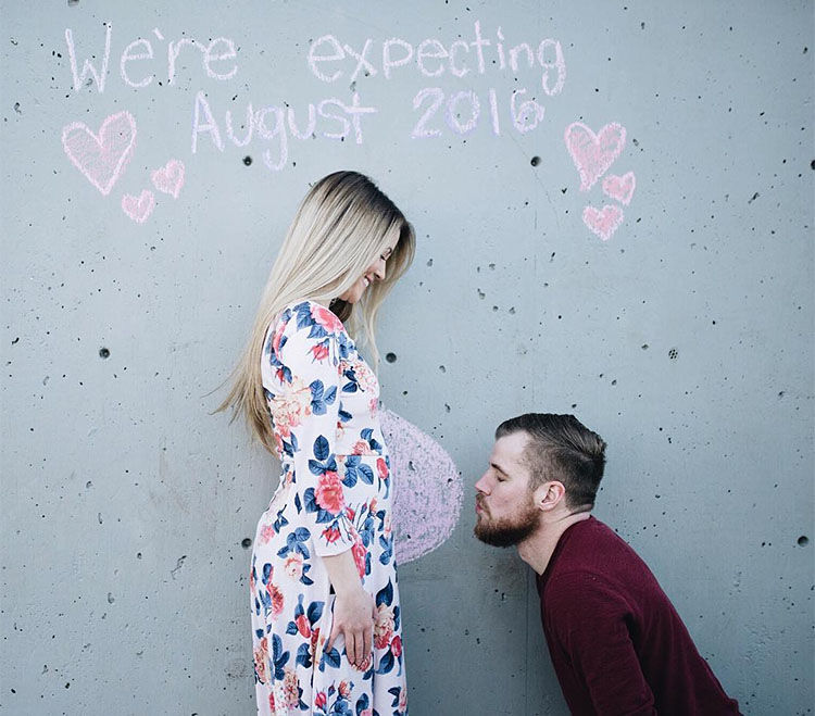 couple sweet pregnancy announcement idea