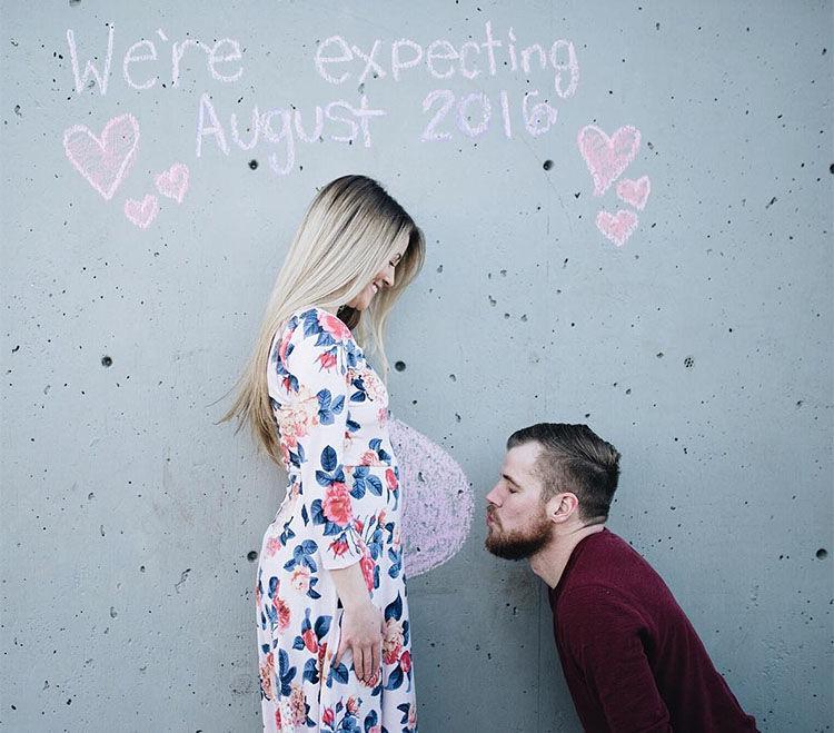 couple sweet pregnancy announcement idea