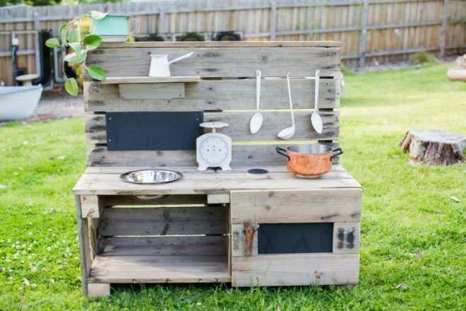 Castle and Cubby pallet mud kitchen