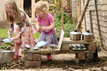 How to create a mud pie station