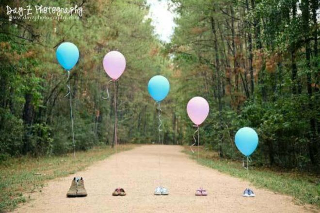 pink and blue balloon pregnancy announcement