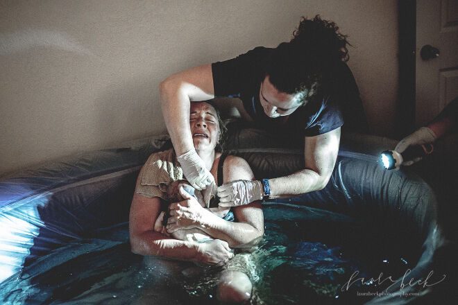Laura Beck Photography midwife water birth