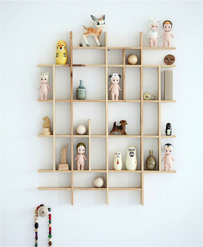 Mokkasin wooden shelf