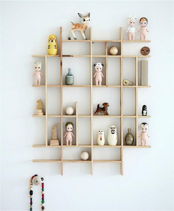 Mokkasin wooden shelf