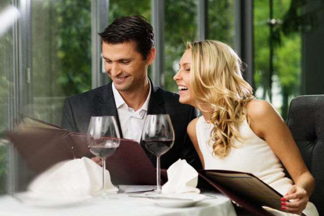 couple having dinner on Gold Coast family holiday