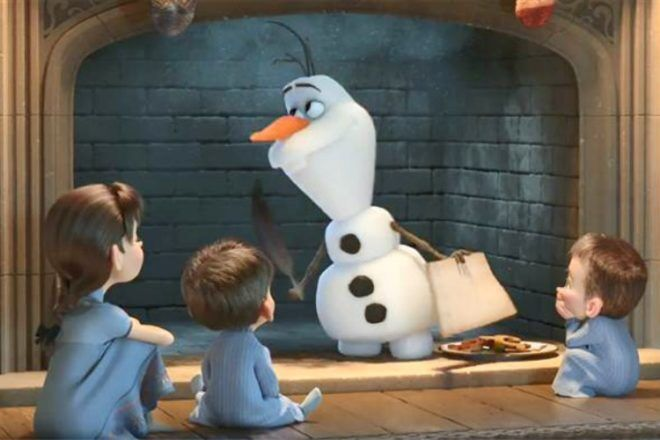 Olaf with children in Olafs Frozen Adventure