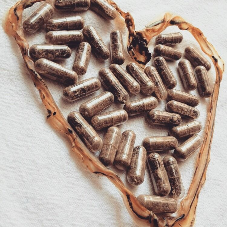 Dried umbilical cord with placenta capsules in heart shape