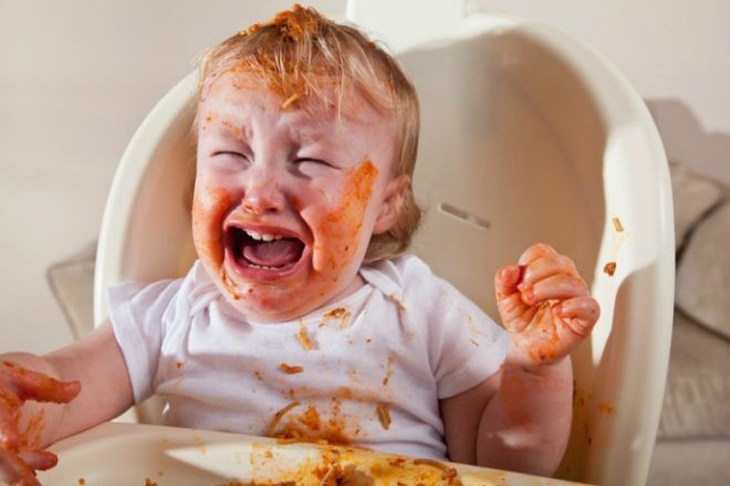 messy toddler - how to master toddler mealtimes