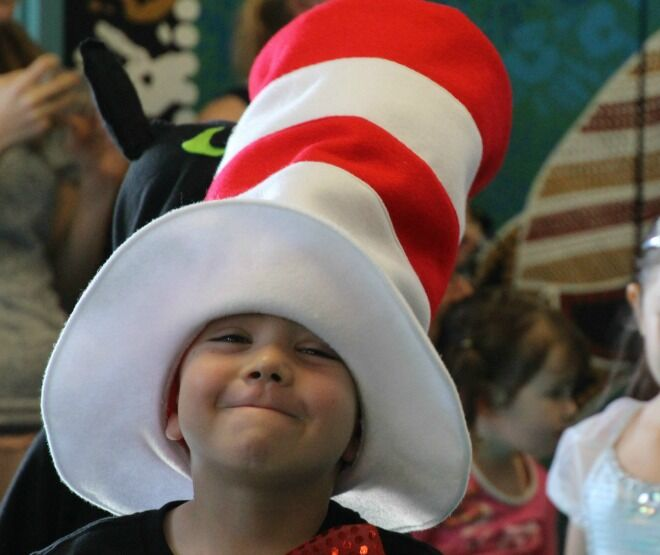 6 book week costumes idea for non-crafty mums - Cat in the hat (1)