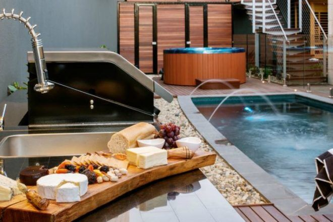 The Frames, South Australia pool and spa area
