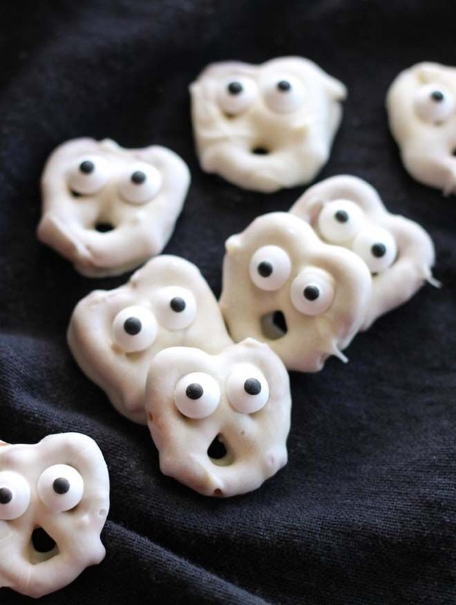 spooktacular Halloween lunch box snacks for creepy kids pretzels