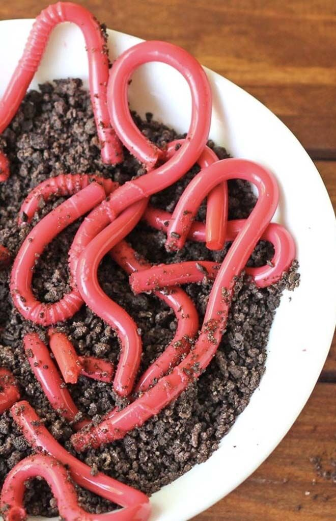 how to make Halloween jelly worms and cookie dirt