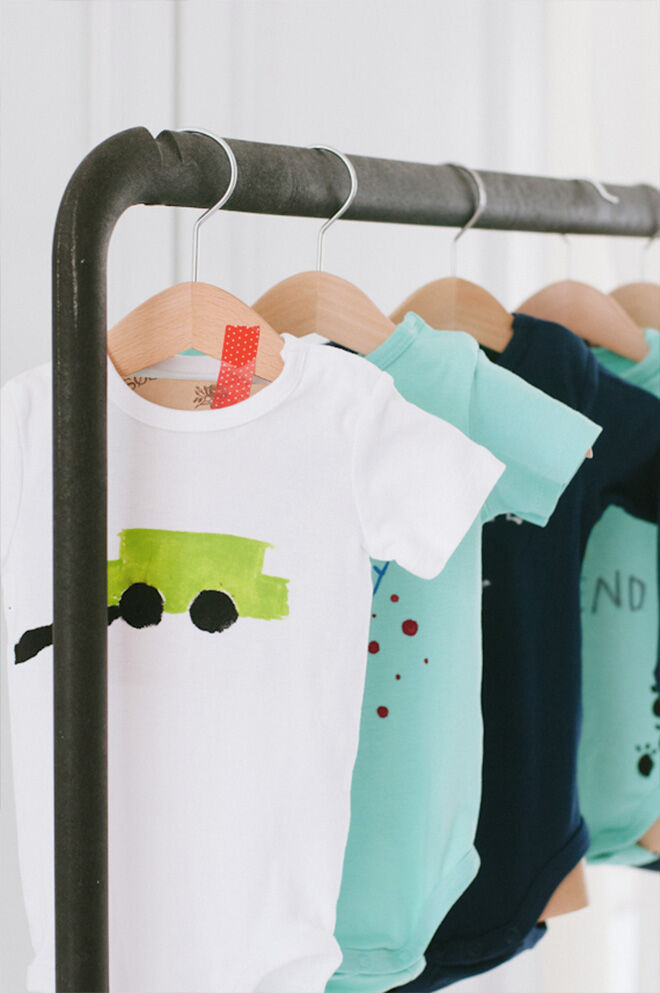 Baby Shower Games: Paint a onesie