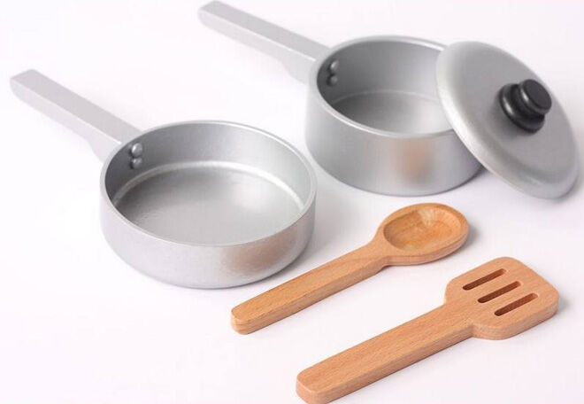 Hip Kids pretend play kitchen essentials pots and pans