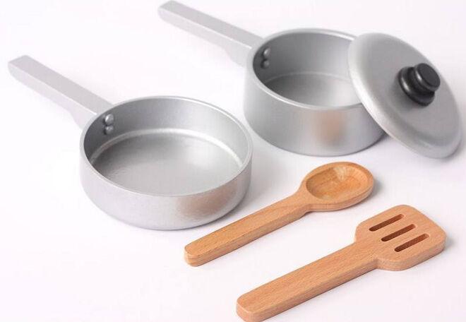 Hip Kids pretend play kitchen essentials pots and pans