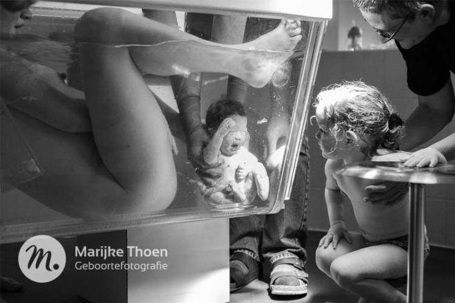 Water birth photograph Marijke Thoen Geboortefotografie