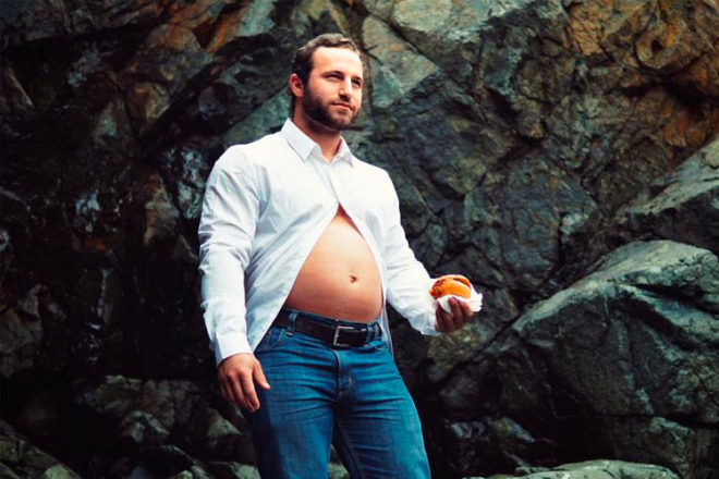 Dad to be creates maternity photos of himself