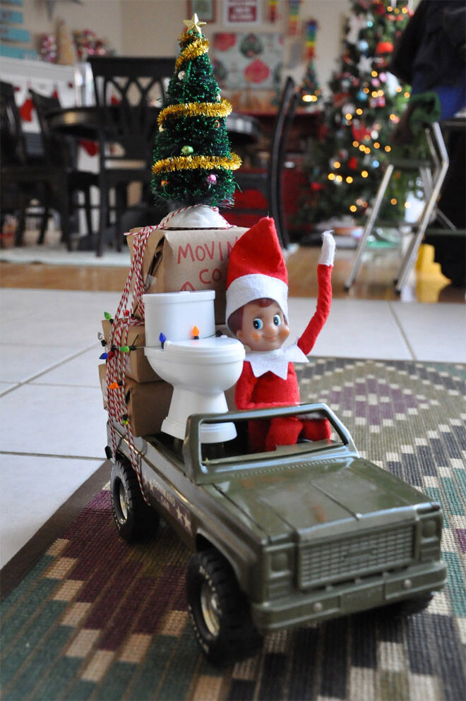 Elf on the shelf saying goodbye