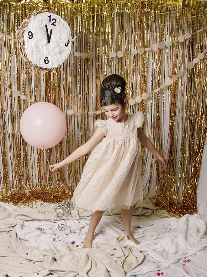 New Year's Eve photo backdrop for kids