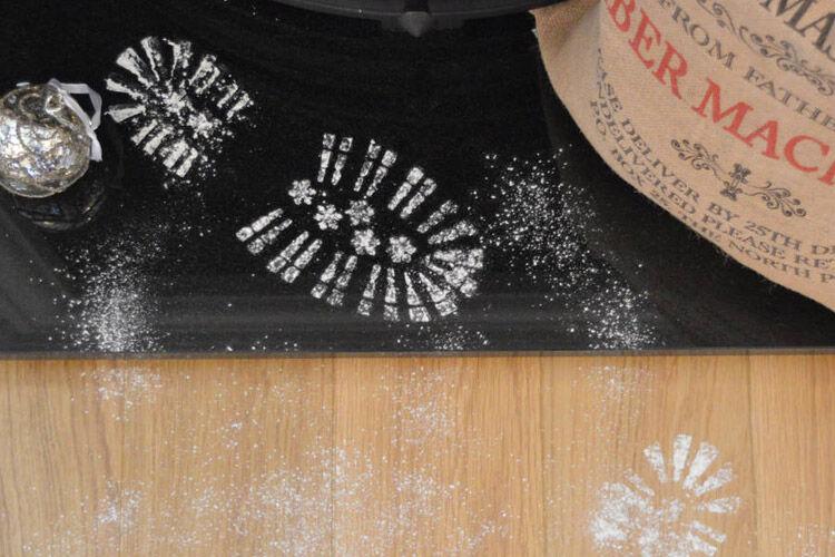 How to make santa footprints