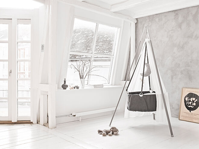 Leander Cradle with tripod