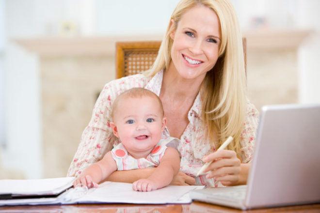 Mum and daughter computer